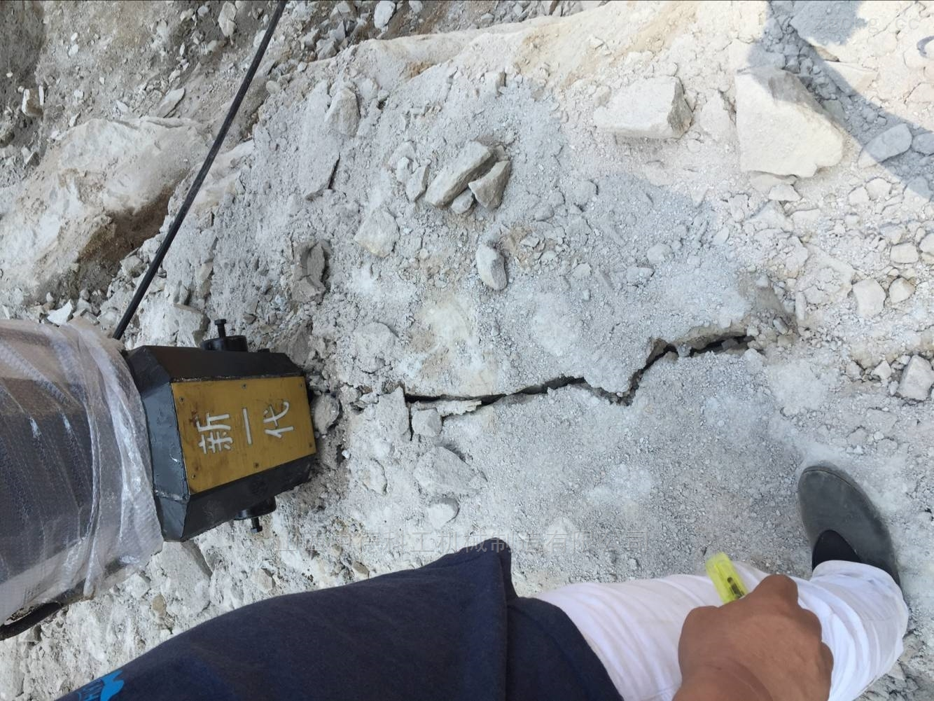 四川大型液压胀石机静态裂石器快速劈裂机